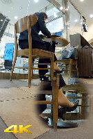 【パンスト】真剣に仕事中のOLさんはパンプス内で激しく蒸れたストッキング脚をパカパカ…