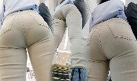【尻HD】ベージュのパンツに喰い込みまくったパンティーのラインが丸出し…なお姉さんw