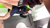 【JKパンチラ盗撮30】[前編] 超絶そそるイマドキJKの食い込み白P、プリクラ撮ってるとこ覗き見。