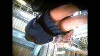 【電車Pチラ㊿】尻に白パンティがムッチリ食い込む制服女子学生パンチラ!